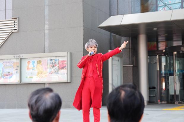 Sau khi kết thúc chuyến lưu diễn tại Nhật, Vũ Cát Tường trở về Việt Nam và tiếp tục lịch trình dày đặc của mình.