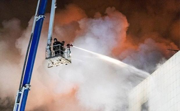 Lực lượng cứu hỏa đang làm việc tại hiện trường. Ảnh TASS