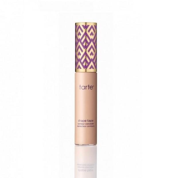 Nằm trong bộ sưu tập Tarte Double Duty Beauty được ra mắt vào mùa Thu 2016, Tarte Shape Tape Contour Concealer Correcteur Contour nhanh chóng tạo ngay cơn sốt nóng hổi trong giới làm đẹp, được các beauty blogger dành nhiều lời khen. Giá thành của em này cũng khá cao với giá 580.000 đồng.
