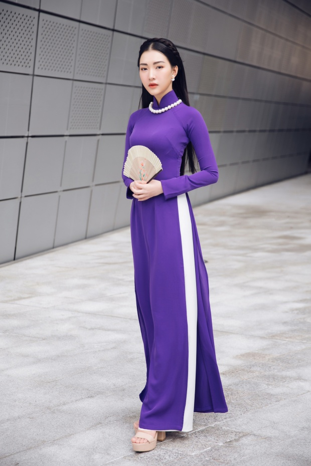 Trong ngày thứ 2 của Seoul Fashion Week, Ngọc Trân tiếp tục mang hình ảnh chiếc áo dài để giới thiệu với giới mộ điệu thời trang.