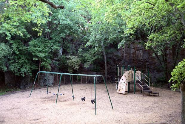 """Công viên Drost nằm giữa nghĩa trang được ví là """"sân chơi của những linh hồn""""."""