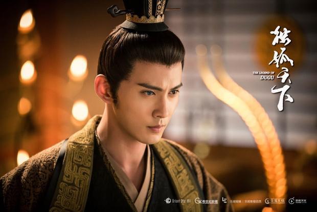 Ngoài Nhân sinh, Từ Chính Hy cũng đang gây sốt với vai thái sư Vũ Văn Hộ trong webdrama Độc Cô thiên hạ.