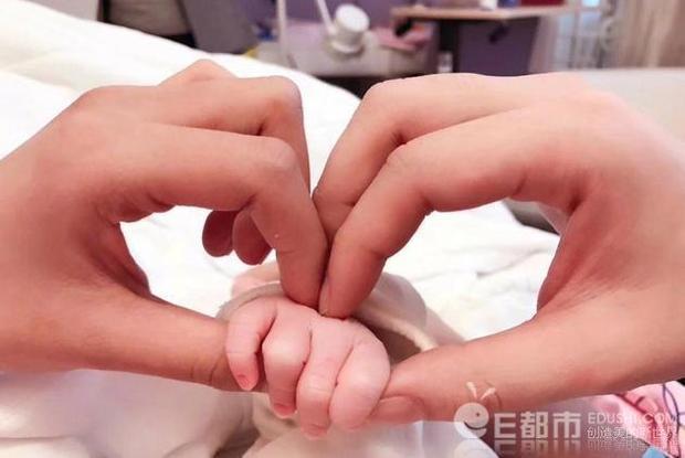 Cả hai chào đón con gái đầu lòng vào tháng 9/2017.