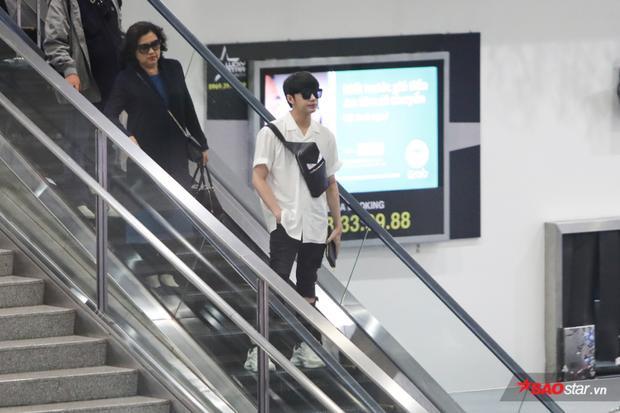 Noo Phước Thịnh vừa trở về Việt Nam vào chiều 26/3.Bố mẹ nam ca sĩ cũng sang HongKong xem anh biểu diễn.