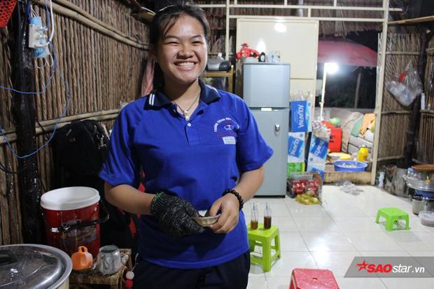 Cô chủ nhỏ 16 tuổi luôn rạng rỡ với nụ cười trên môi.