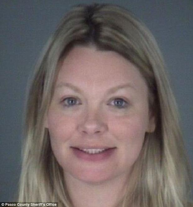 Carol Stone, 35 tuổi,người phụ nữ đến từ Florida đánh chồng không thương tiếc vì trót quên ngày kỷ niệm.