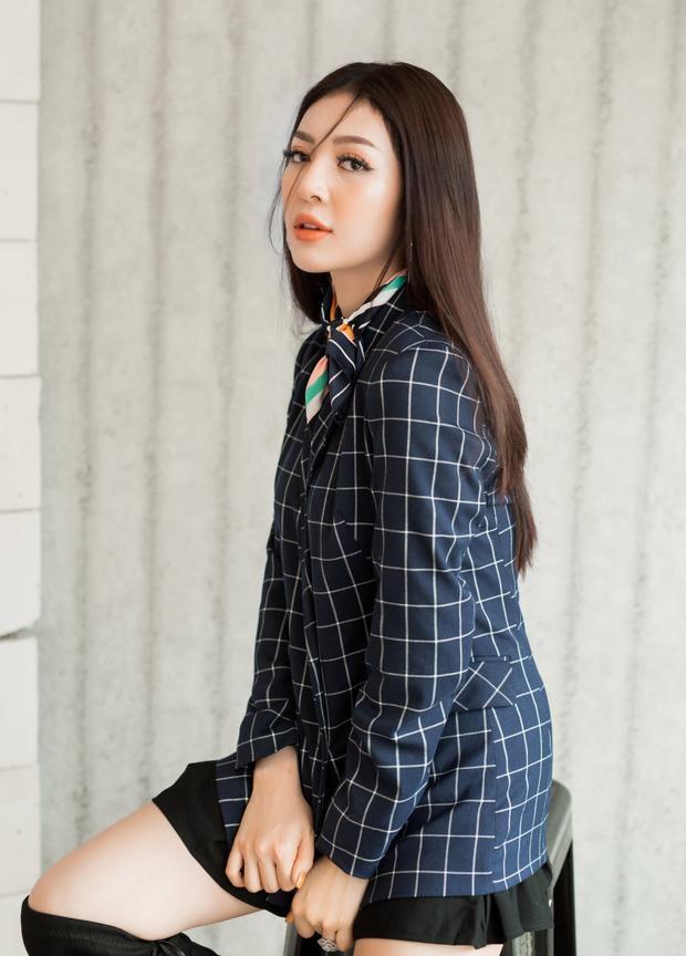 Ngoài việc được chú ý bởi tài năng, nhan sắc, khả năng ứng xử cũng như thần thái trên sân khấu, Thiên Hương còn gây chú ý khi sở hữu gương mặt hao hao nữ diễn viên đình đám Lý Nhã Kỳ.