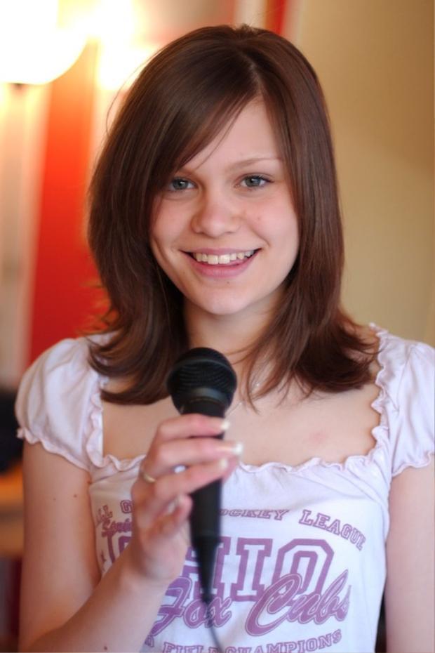 """""""Tháng năm rực rỡ"""" của Jessie J thuở còn là cô nữ sinh cấp 3 tại trường trung học BRIT School."""