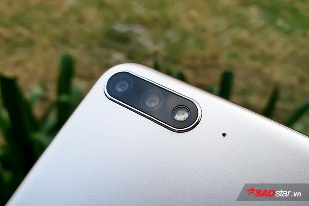 Cận cảnh cụm camera kép trên Huawei Y7 Pro 2018.
