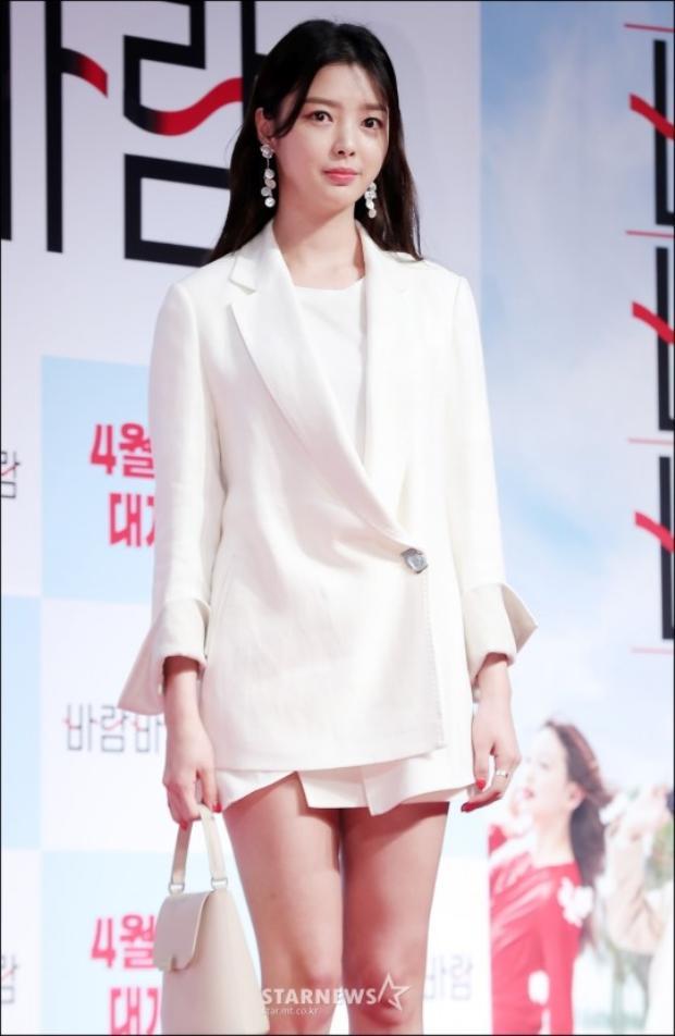 Uhm Hyun Kyung.