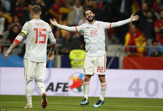 Isco lập hat-trick trong chiến thắng hủy diệt của Tây Ban Nha.