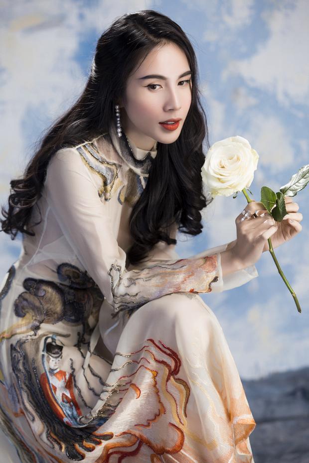 Bên cạnh đó, Thủy Tiên cũng chi mạnh tay cho sản phẩm âm nhạc lần này khi đầu tư thực hiện phim ngắn có độ dài hơn 15 phút để ca khúc đến gần với khán giả hơn và được dự kiến ra mắt trong tháng 4 tới.