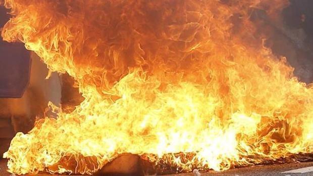 Cô gái trẻ bị chính bạn trai phóng lửa thiêu sống. Ảnh minh họa