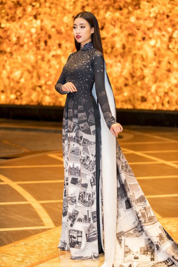 """Trong đêm bế mạc """"Lễ hội áo dài"""", Hoa hậu Việt Nam 2016 khiến toàn thể khách mời """"ngẩn ngơ"""" khi diện tà áo dàimanghơi thở cũng như nét đẹp của Sài Gòn xưa."""