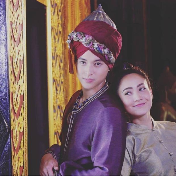 Phim tiếp tục lấy bối cảnh ở thời Ayutthaya.