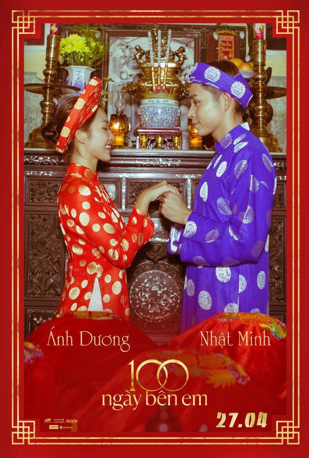 """Bức hình áo dài khăn đóng """"cộp mác Việt Nam"""" vừa tuân theo lễ nghĩa, vừa có nét riêng thu hút khi cô dâu-chú rể cùng trao nhau lời hẹn ước trước bàn thờ tổ tiên."""