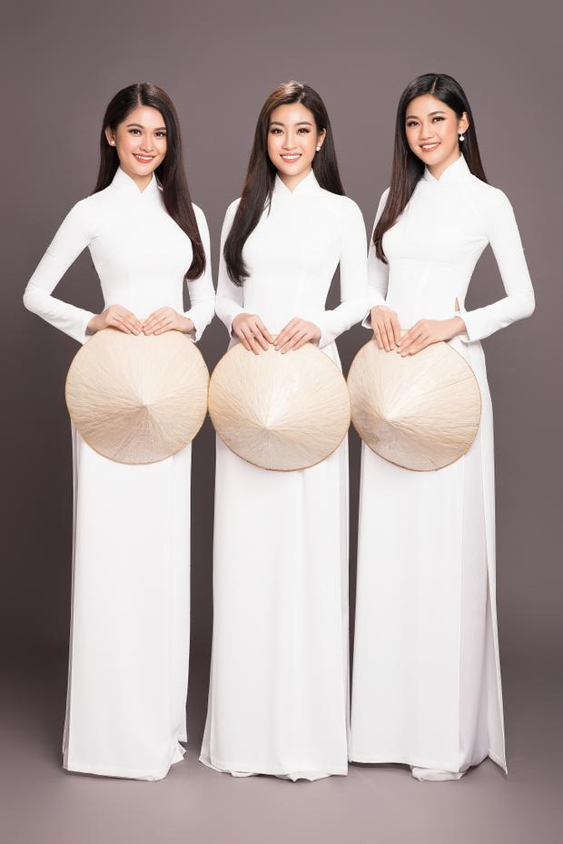 Trong bộ ảnh lần này, từng cách thả dáng, thần thái nét mặt của cả ba người đẹp đại diện nhan sắc Việt đều hết sức uyển chuyển, tự tin hơn nhiều so với trước, làm chủ được ánh mắt và nụ cười.