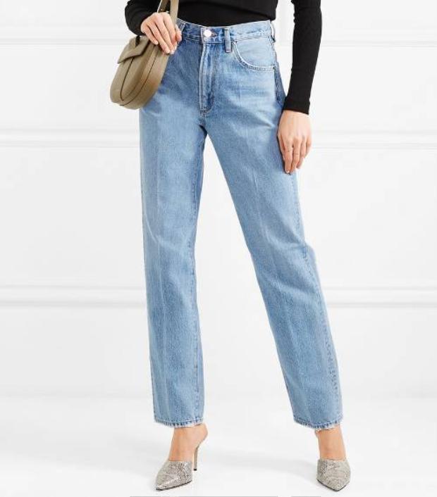 Để trung hòa những items quá nổi, đừng quên diện những kiểu quần suông, ống đứng đơn giản đang được lăng-xê hết mức trong năm 2018 này.