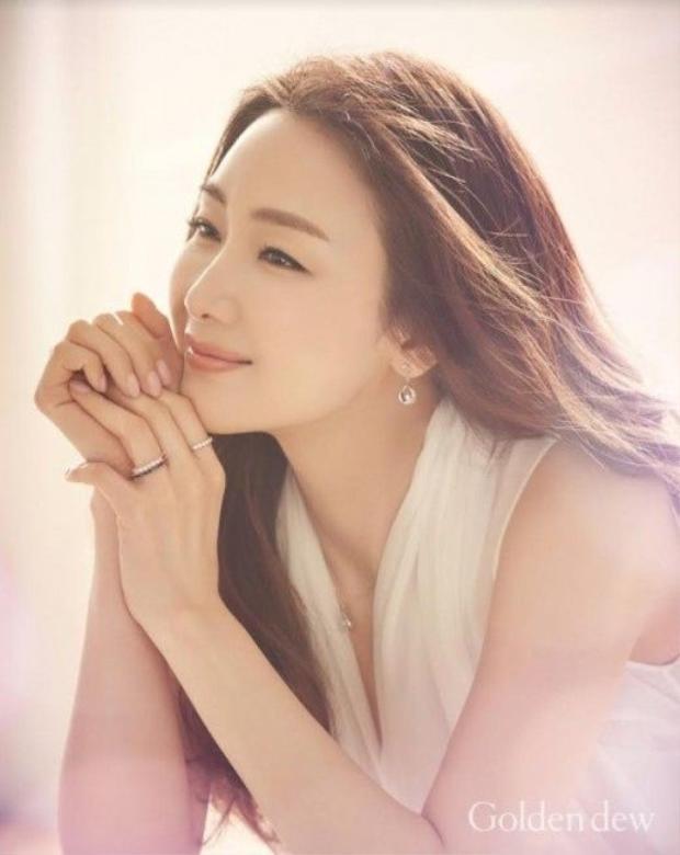 Nữ hoàng nước mắt Choi Ji Woo và kết viên mãn của tình yêu đẹp ở tuổi 43