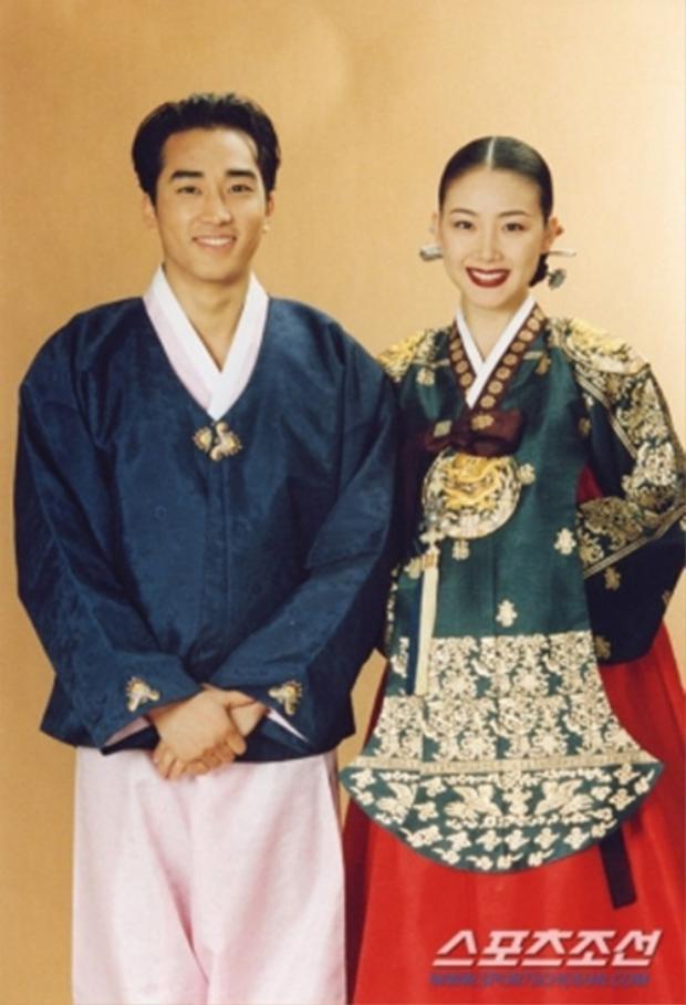 Choi Ji Woo được cho là từng hò hẹn với Song Seung Hun khi cả 2 mới vào nghề chưa bao lâu.