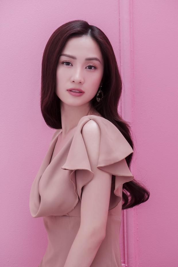 Gam màu pastel hài hòa tô điểm thêm cho nét đẹp thơ mộng của Jun Vũ.
