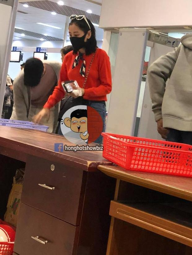 Chi Pu lại lộ ảnh thân thiết cùng mỹ nam Hàn Quốc Jin Ju Hyung tại sân bay Đà Lạt