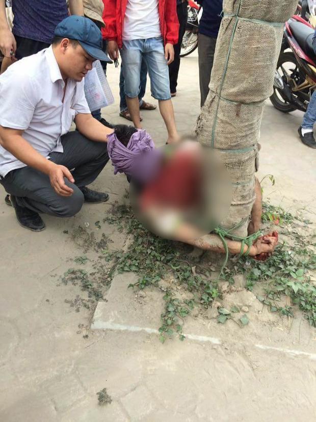 Nhiều lần lao đầu vào ô tô tự tử, nam thanh niên bị người dân trói vào gốc cây