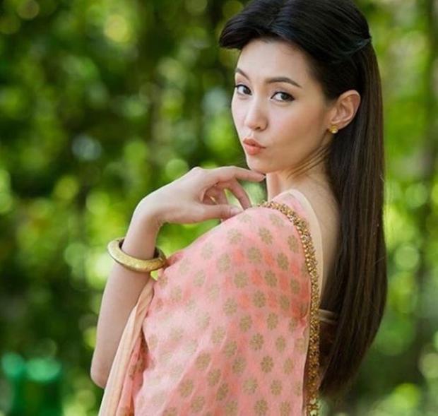 Bella Rane vai Karakade tinh nghịch trong phim Buppae Sunniwas.
