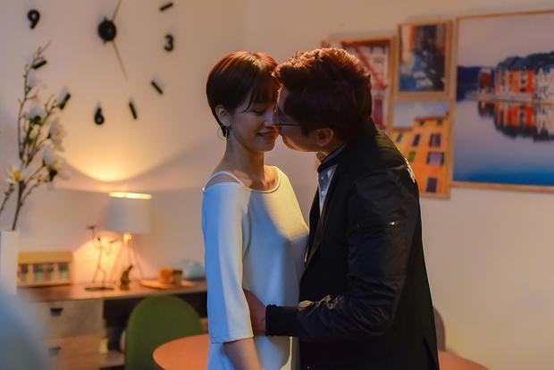 Những hình ảnh đầu tiên về cảnh hôn nhau của cô nàng The Face 2016 và Kiều Minh Tuấn.