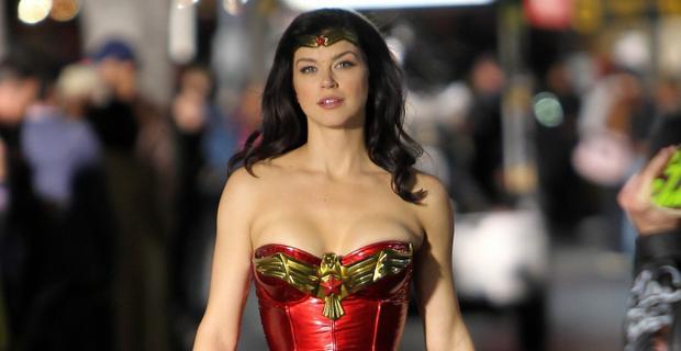 Nữ diễn viên Adrianne Palicki trong tập phim Wonder Woman không thành công