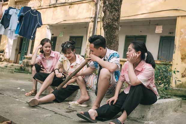Học sinh cấp 3 tái hiện thời bao cấp qua bộ ảnh kỷ yếu cực ngầu