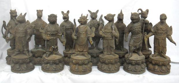 Ngay trong đời sống hàng ngày, người dân Trung Quốc cũng rất ưa thích việc trưng bày những bức tượng 12 con giáp. Ảnh: Pinsdaddy