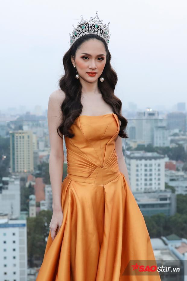 Không thể vui hơn, cuối cùng Hoa hậu Hương Giang cũng mang Miss Tiffanys về Việt Nam