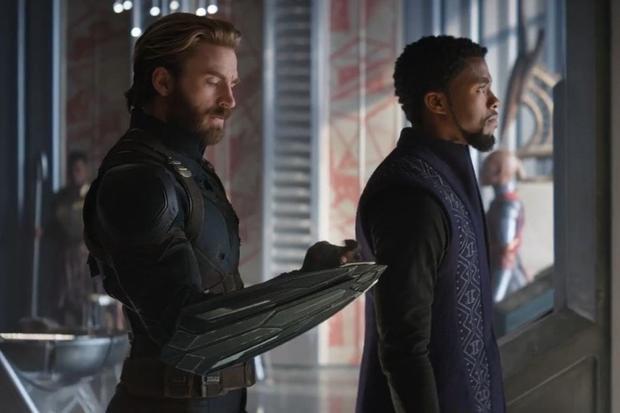 """Captain America nhận được vũ khí phòng thủ mới từ """"con nhà giàu"""" T'Challa."""