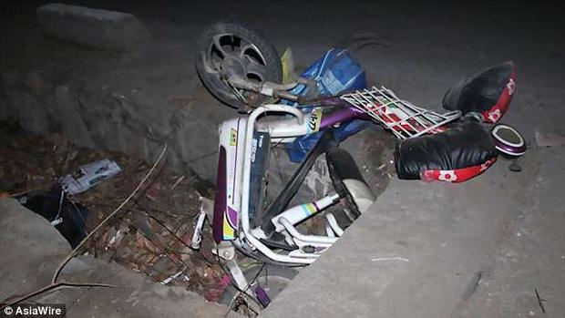 Chiếc xe đạp điện bị biến dạng. Ảnh AsiaWire