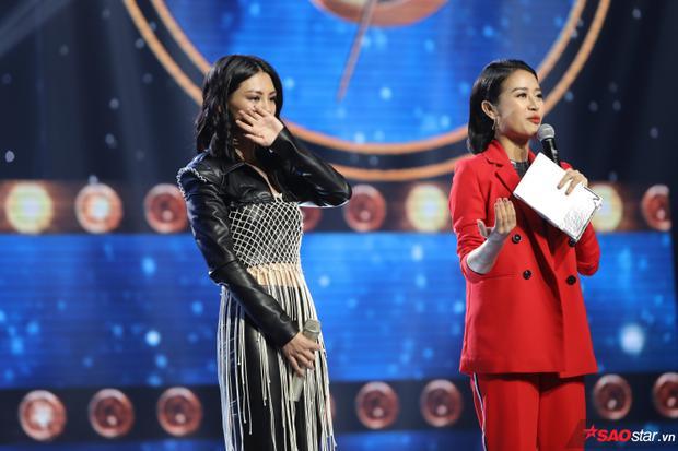 Bùi Lan Hương không kìm được nước mắt khi nhắc về những khó khăn trên dòng nhạc Dream Pop mà cô đang theo đuổi.