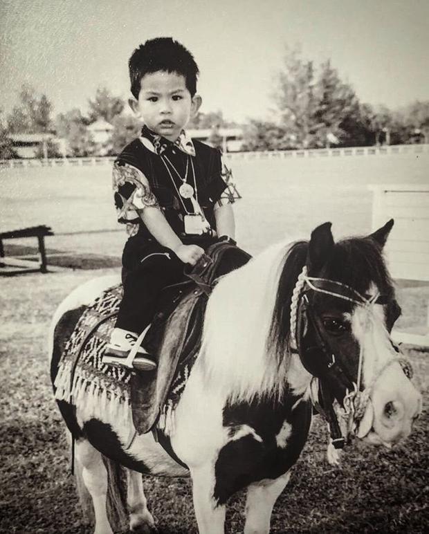 Vị hoàng tử đã đam mê thể thao từ bé.