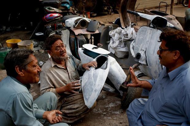 Nhiều người nhận thấy rằng sở hữu Vespa cổ là một niềm đam mê phổ biến ở Pakistan, tuy nhiên, phụ tùng của dòng xe này lại khá hiếm.