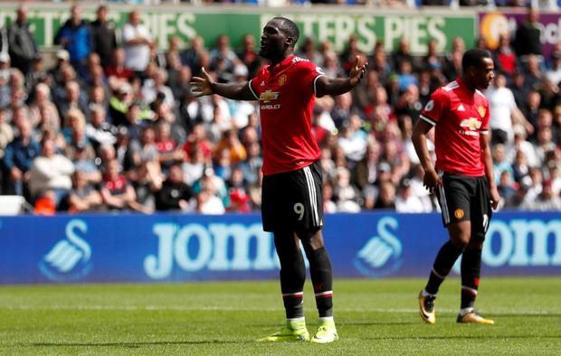 Lukaku ghi tên mình vào lịch sử với bàn thắng thứ 100 tại Premier League