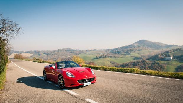 Ngày thứ năm của cuộc hành trình, nhóm tỷ phú được tìm hiểu cách lái xe Ferrari với sự hướng dẫn từ một chuyên gia riêng. Trong khi lái xe từ Venice đến hồ Garda, người lái xe sẽ ở lại và mang theo toàn bộ hành lý của du khách theo.
