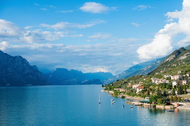 Ngày thứ sáu nhàn nhã sẽ là một cuộc đi thuyền dạo quanh hồ Garda.