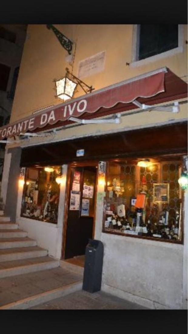 Sau một ngày dài mệt nhoài, cả nhóm sẽ dừng lại ăn tối tại Da Ivo, một nhà hàng Ý kiểu cổ điển.