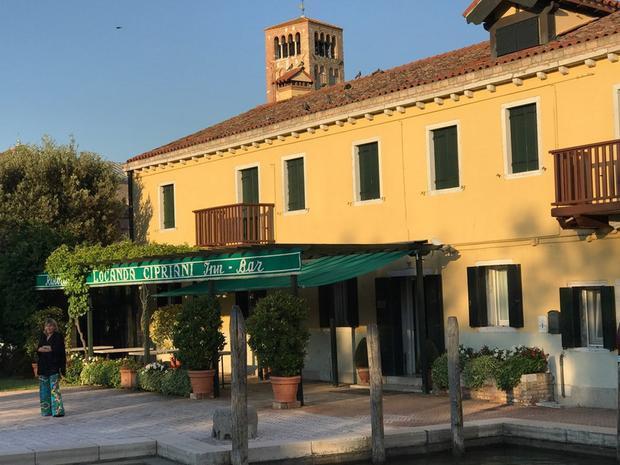 Bữa trưa được tổ chức trên hòn đảo vô cùng đặc biệt Torcello tại Locanda Cipriani.