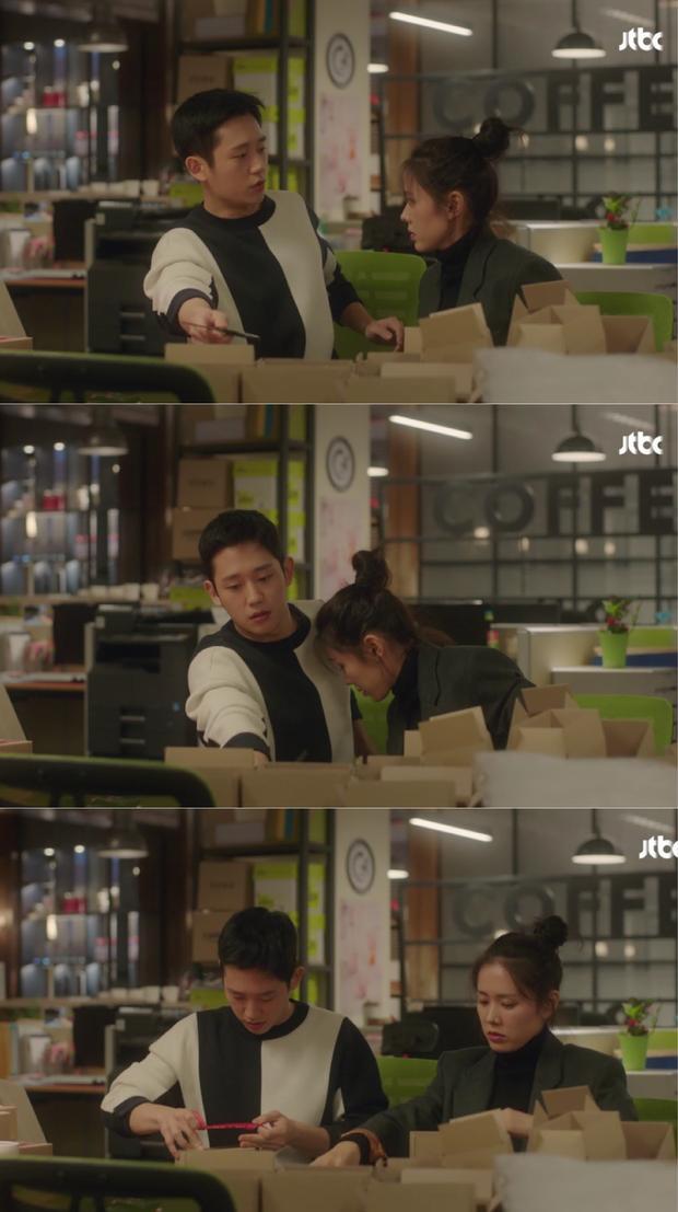 """Tại đây, Jun Hae đã giúp bạn của chị mình làm việc, đôi lúc lại """"chọc"""" cô ấy làm cho bầu không khí trở nên vui vẻ, dễ chịu hơn."""
