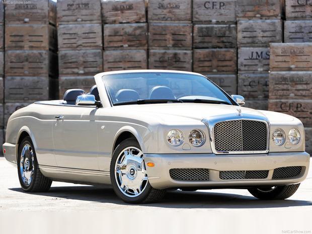 Mặc dù chưa được xác thực nhưng chiếc Bentley Azure màu vàng cát có một không hai tại Việt Nam được cho là đang nằm trong tay ông trùm café.