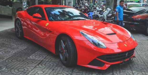 Trước Tết nguyên đán Mậu Tuất, ông Vũ còn mua một chiếc xe thương hiệu Ferrari đã qua sử dụng khác là Ferrari F12berlinetta.