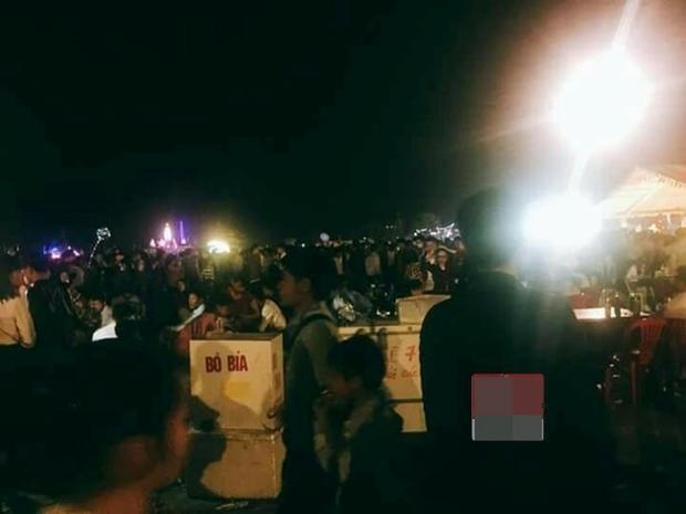 Nhiều người tỏ ra mệt mỏi trên đường về nhà sau lễ hội.