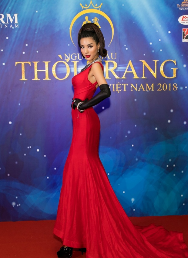 Đêm chung kết chương trình Người mẫu Việt Nam 2018 tại Vũng Tàu khép lại với quán quân thuộc về2 thí sinh Nguyễn Thị Lệ Nam (chị gái của Nam Em) và Nguyễn Sỹ Hưng. Trước đó, Khả Trang cũng là một trong những giám khảo ở vòng tuyển sinh trực tiếp của cuộc thi.