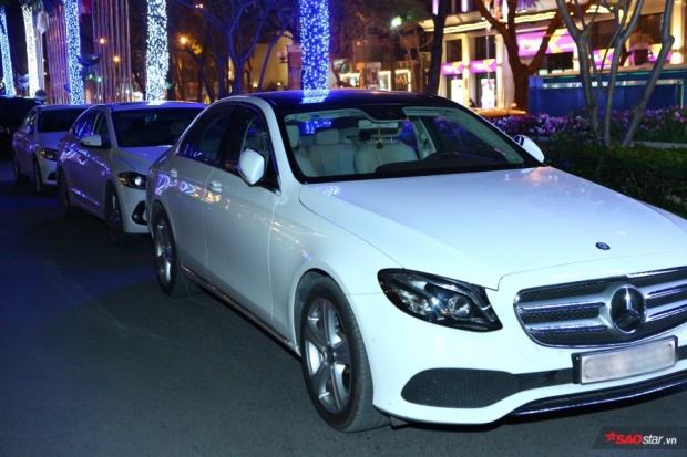 Ngoài Ferrari, dàn xế hộp tiền tỷ khác xuất hiện ở đám cưới Khắc Việt còn có Mercedes,…