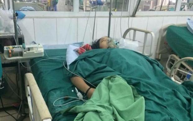 Nạn nhân cấp cứu tại bệnh viện sau khi bị ngộ độc nấm.